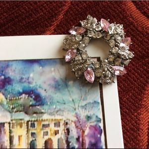 Jewelry - Vintage pink and clear stone brooch